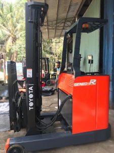 Xe nâng Reach Truck đứng lái TOYOTA 7FBR15